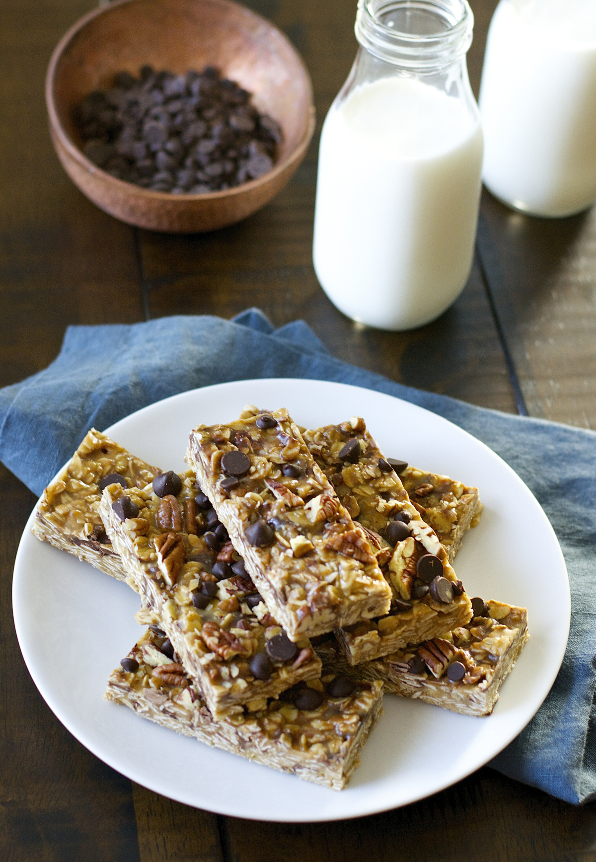 Super easy gluten free No Bake Peanut Butter Chocolate Chip Granola Bars! These bars perfect for an easy snack!