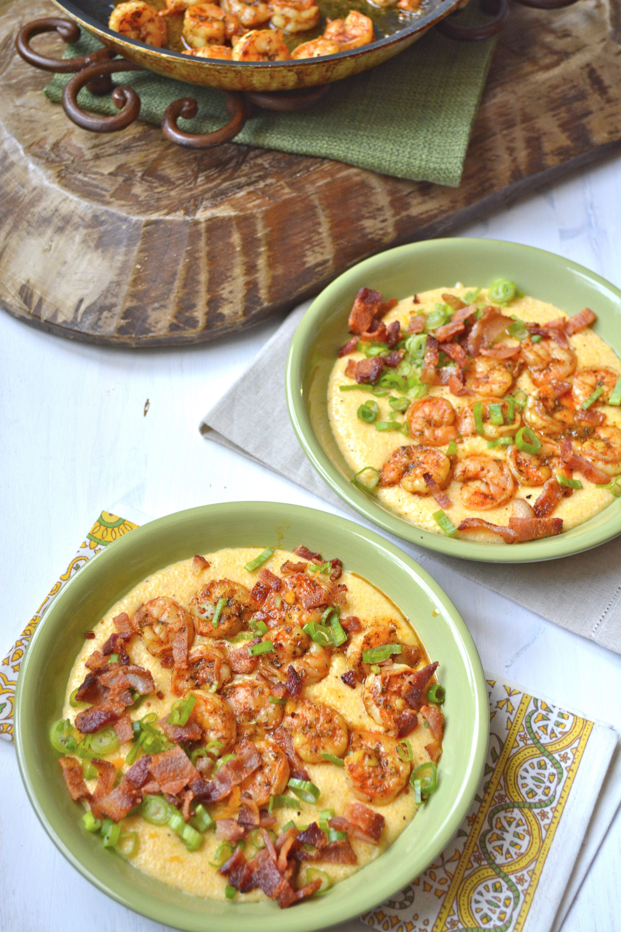 Easy Shrimp and Creamy Cheesy Grits! The ultimate southern meal! Cheesy grits, spicy shrimp, crispy bacon and fresh green onions make the ultimate comfort food!