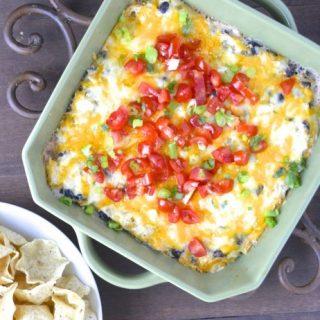 Green Chili Chicken Ranch Dip...super easy dip that is full of flavor! #glutenfree www.maebells.com