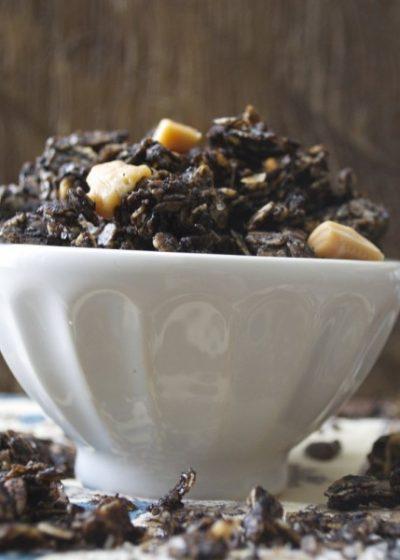 Salted Caramel Mocha Granola. All the flavor of your Starbucks favorite in an easy granola! #glutenfree www.maebells.com
