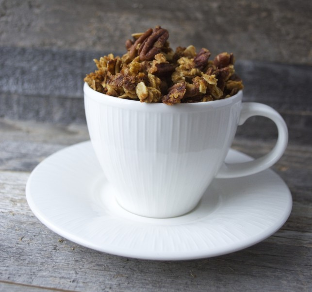 Pumpkin Spice Latte Granola, all the flavors of your Starbucks favorite in an easy, HEALTHY snack!!