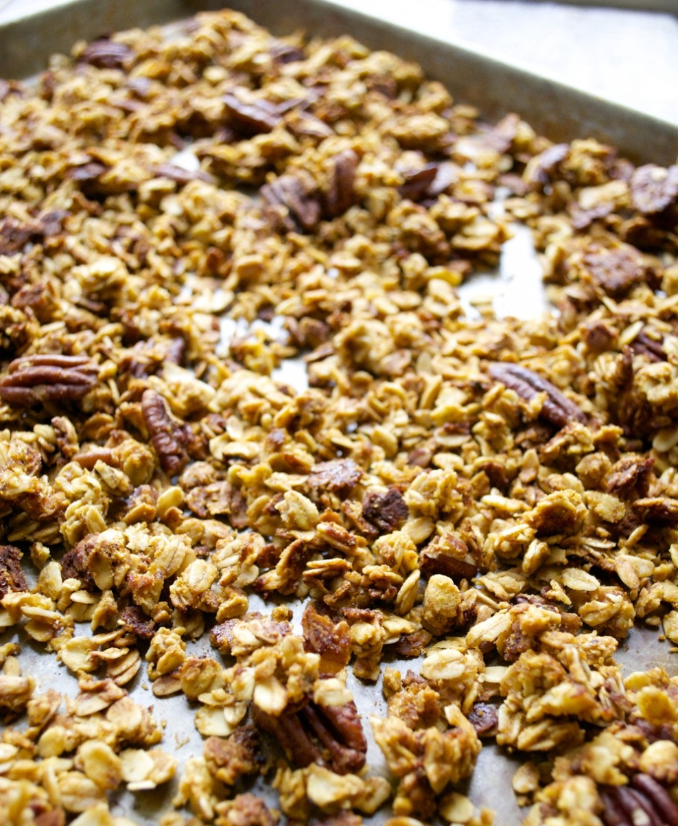 Pumpkin Spice Latte Granola, all the flavors of your Starbucks favorite in an easy, HEALTHY granola!!
