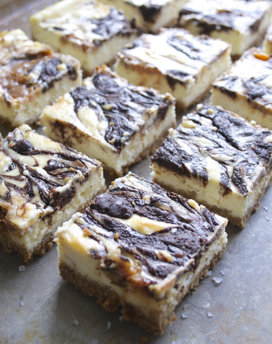 Salted Caramel Mocha Cheesecake Bars, SUPER easy and SO good! Perfect for gift giving! www.maebells.com