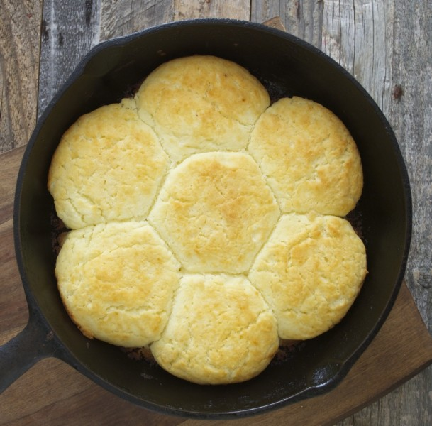Perfect Honey Ham and Swiss Biscuits! Soft and fluffy and fill of ham and cheese! www.maebells.com