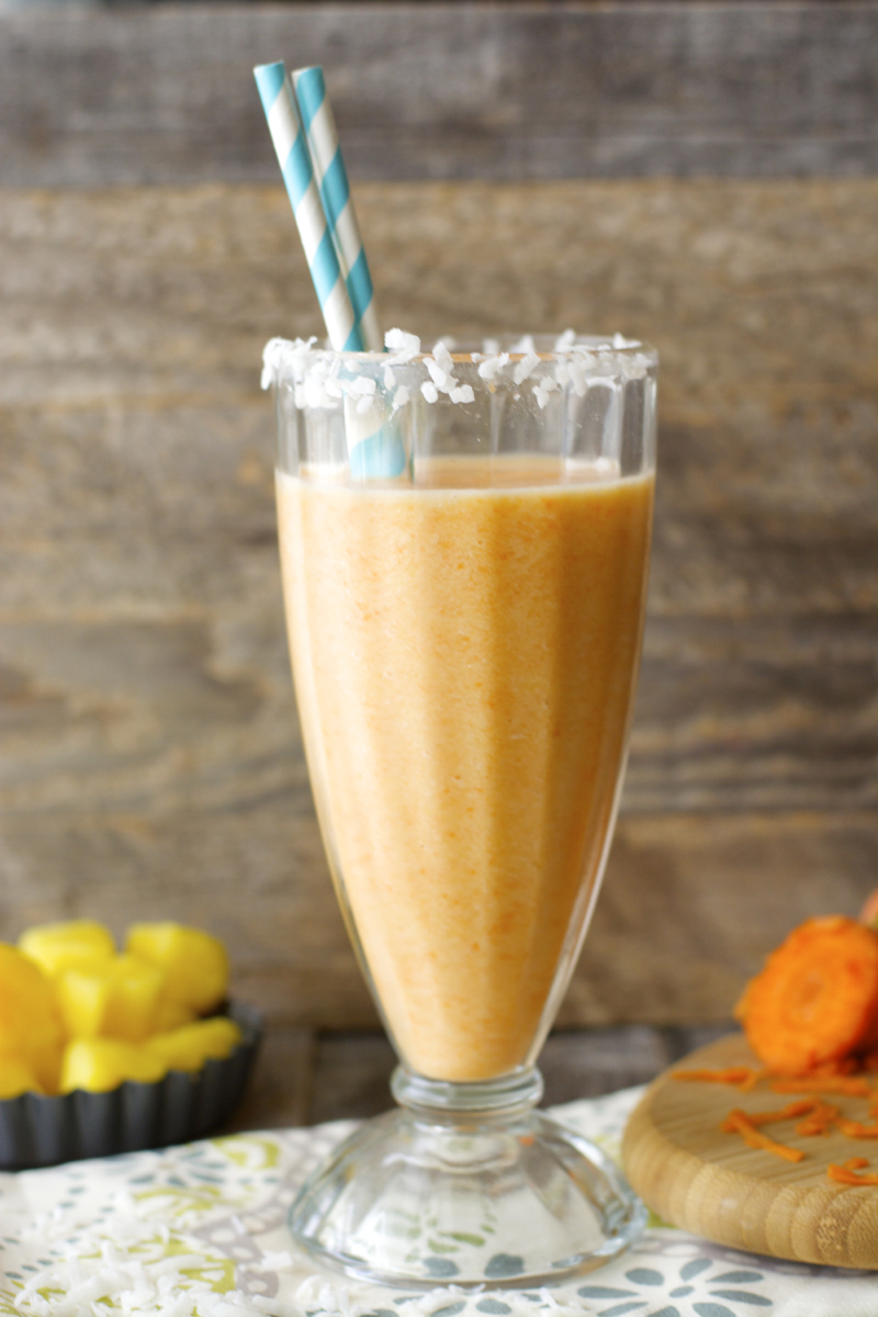 Carrot Cake Smoothie!! Packed with fruit and veggies! Super healthy and totally delicious! www.maebells.com