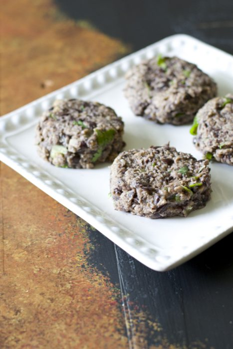 These Zesty Black Bean Sliders are the packed with flavor for the perfect quick and easy meatless meal!